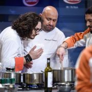 """""""Chefi la cuțite"""": Chef Florin Dumitrescu își dă afară din bucătărie doi concurenți"""