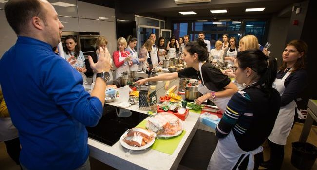 New Trends: Bucharest Cooking School. After work quality time!