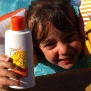Top 3 sfaturi pentru a-ți proteja copilul de efectele nocive ale soarelui