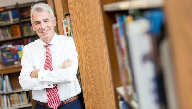 INTERVIU – Robert Brindley, AISB: Cine inovează azi în educație, departe ajunge!