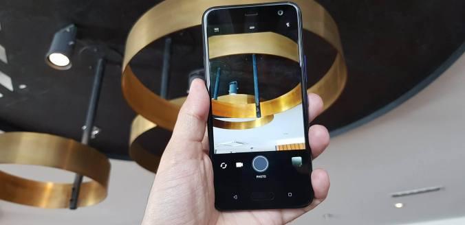 HTC 11 u life