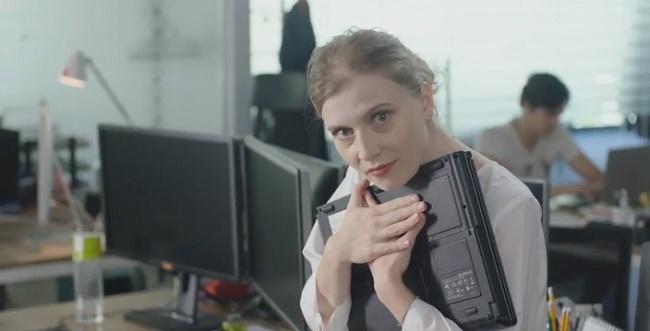"""Media Galaxy lansează patru noi spoturi TV, parte a campaniei """"Nu te lăsa păcălit de laptopul tău vechi"""""""