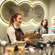 Un concept inedit de cafenea Starbucks, în București