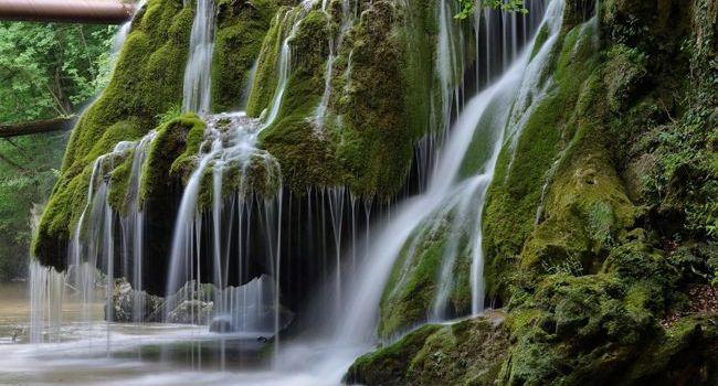 Cascada Bigăr și-a dublat numărul de vizitatori, la un an de laamenajarea eco-turistică a zonei