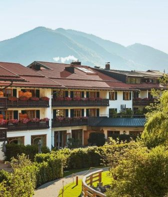hotel-bachmair-weissach-architecture-mountain-view-k-01-x2