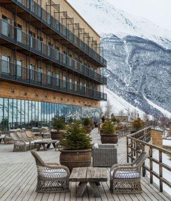 rooms-hotel-kazbegi-architecture-facade-mountain-view-winter-k-01-x2