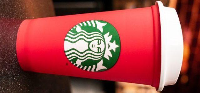 Starbucks lansează paharul reutilizabil în varianta de sărbători