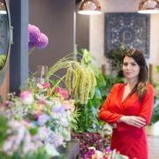 Florile de bumbac, ilexul, scorțișoara și crenguțele de eucalipt domină aranjamentele de Crăciun