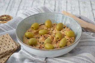 Hummus cu masline verzi