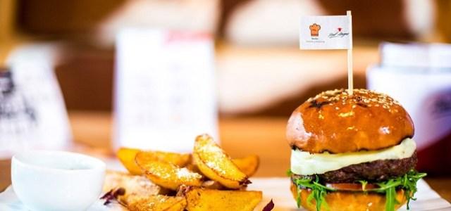 Red Angus Steakhouse împlinește 10 ani de la deschidere și lansează un nou meniu