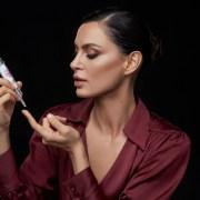 Farmec lanseaza varful inovatiei sale pe segmentul antirid și o anunta ambasador pe Catrinel Menghia