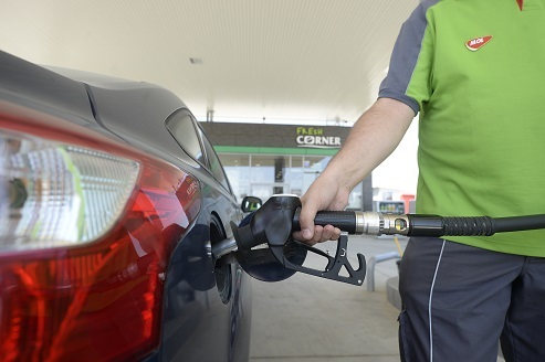 Sondaj MOL: Jumătate dintre români își spală mașina doar atunci când este foarte murdară