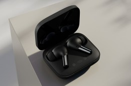 Case and earbuds_matte black