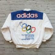 eBay: Cel mai scump obiect cu tematică olimpică achiziționat de un român este o geacă Adidas TISA