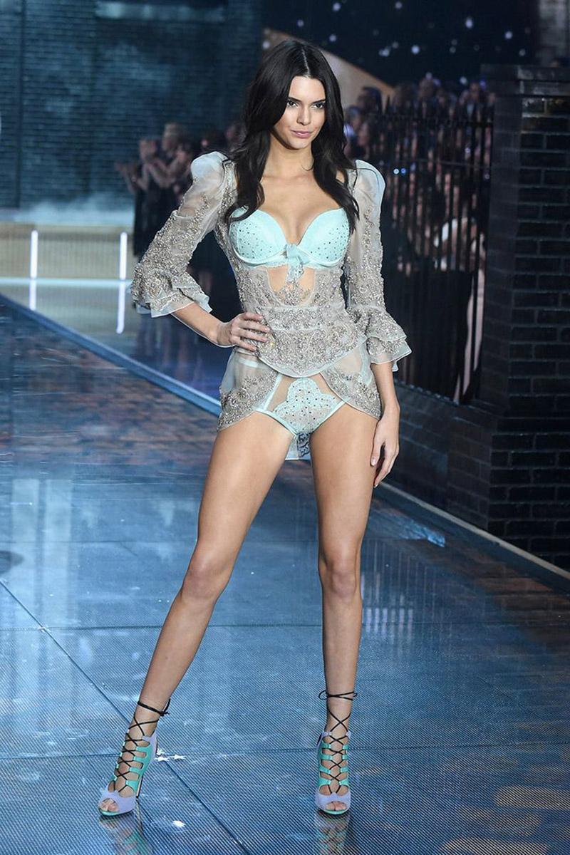 2. Kendall Jenner Victorias Secret