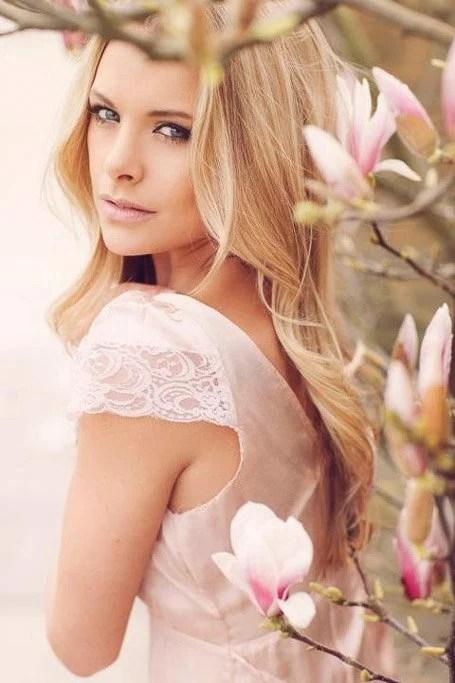 Light Strawberry Blonde Wavy Hair