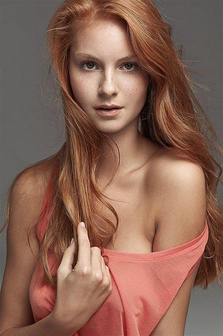 Strawberry Blonde Wavy Layered Long Hair