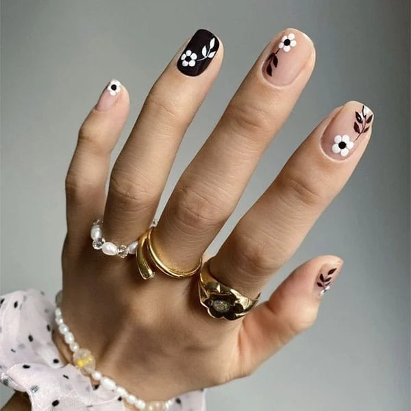 Monochrome Flower Design Nail Ideas Thehangedit