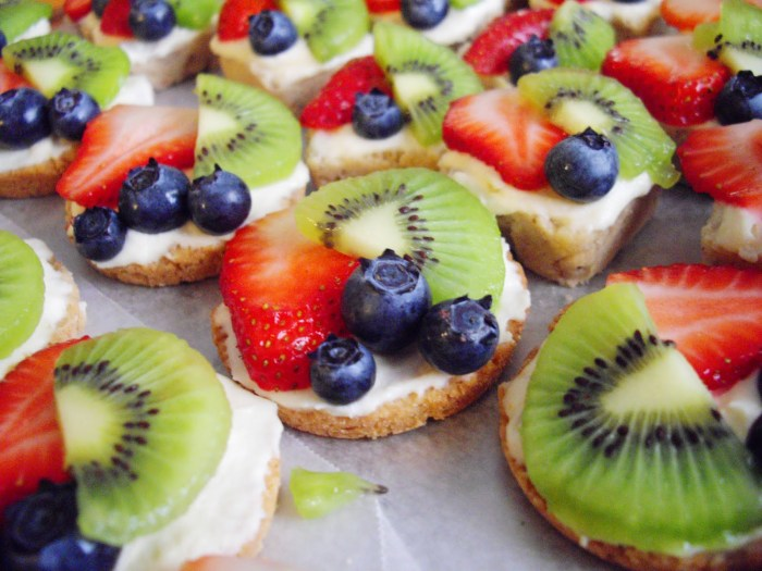 Another variety of fruit tarts