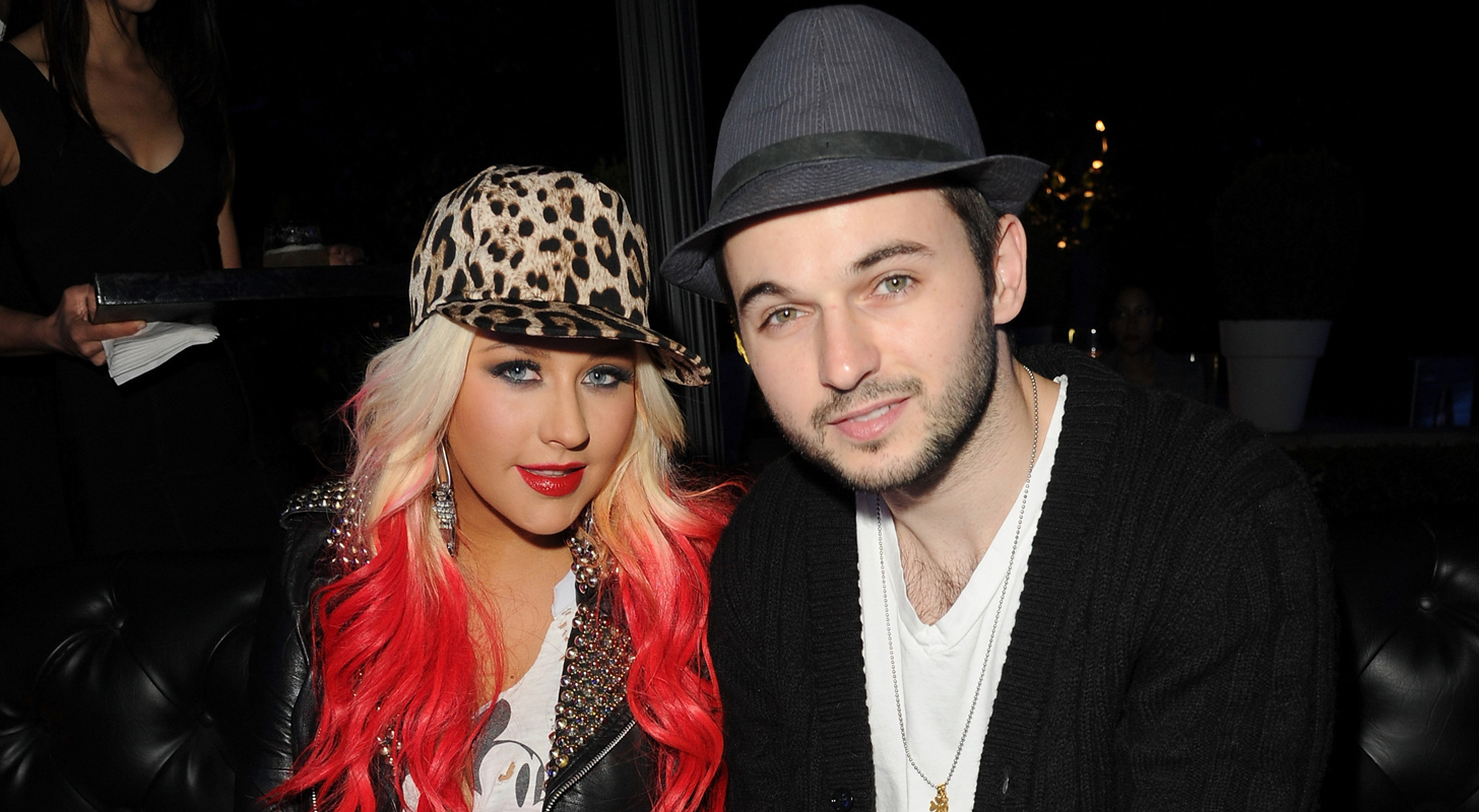 Pregnant Christina Aguilera poses naked and doesnt bore