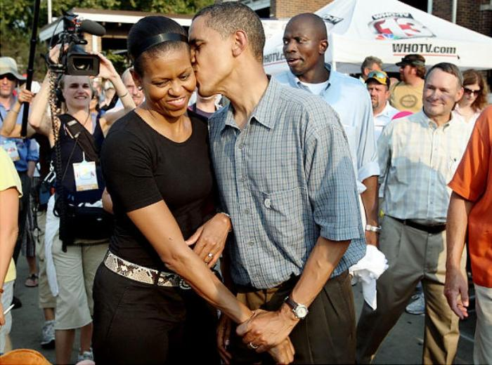 Obama kissed wife in a public fair at Iowa