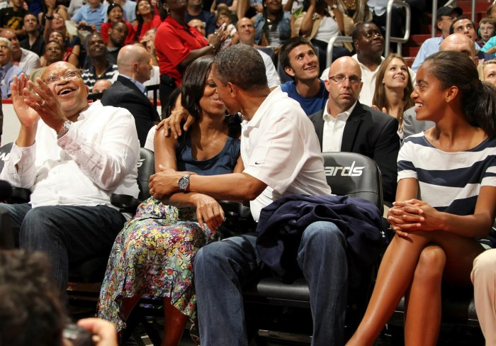 Obama And Michelle Kiss The Trent