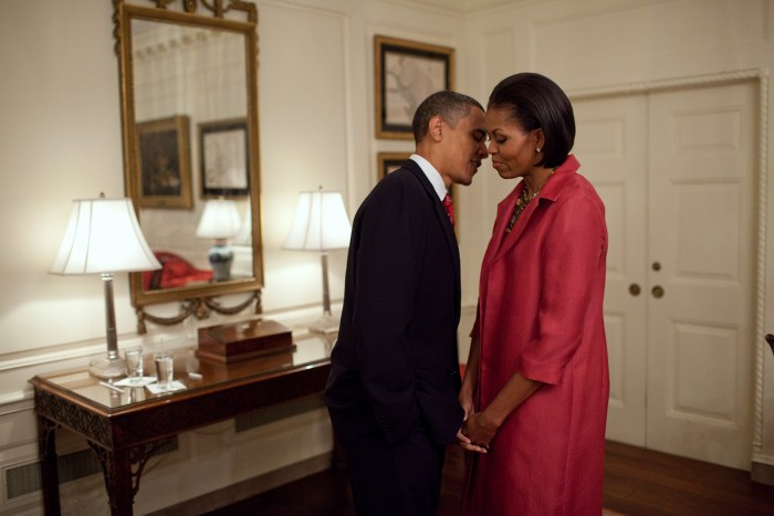 Obama Michelle Kissing The Trent