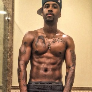 Safaree Samuels  tattoos Nicki Minaj's name and face on his body