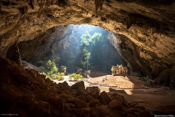 Phraya Nakhon Cave Sam Roi Yot, Thailand