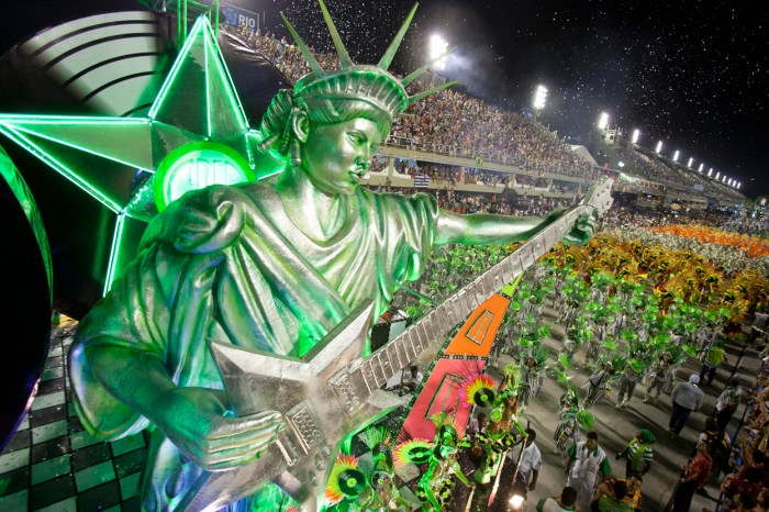 Performers from the Mocidade Independente de Padre Miguel samba school parade in Rio, on February 11, 2013. (AP Photo/Felipe Dana)