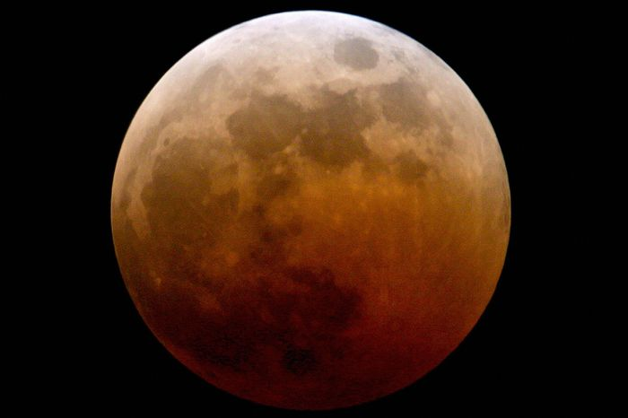 Blood Red Moon Eclipse (Photo Credit: Getty Images)