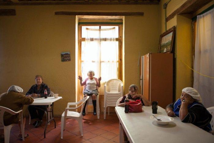 Lunchtime at Casa Xochiquetzal in 2010 (Photo Credit: Slate/Bénédicte Desrus)