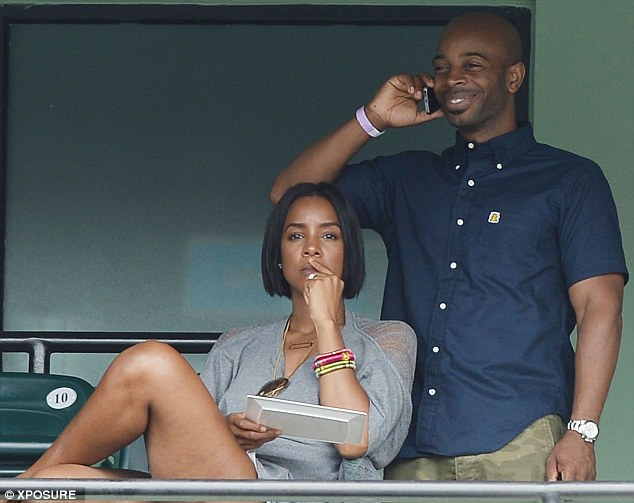 Kelly Rowland and her husband Tim Witherspoon were pictured here in Florida back in March together Read more: http://www.dailymail.co.uk/tvshowbiz/article-2626825/Kelly-Rowland-hide-delight-revealed-secretly-wed-fianc-Tim-Witherspoon-week.html#ixzz31bWL5tJ4 Follow us: @MailOnline on Twitter | DailyMail on Facebook