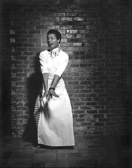 Performing on stage in 1954 (Photo Credit: G. Paul Bishop/Vintage Black Glamour/Tumblr)