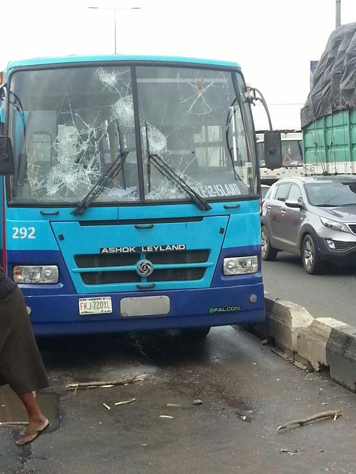 Soldiers vandalise BRT buses in Ikorodu (Photo credit: Scoop)