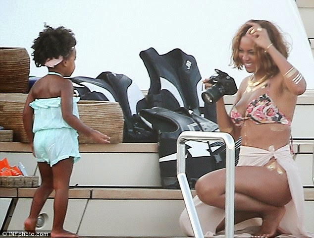 Beyonce with daughter Blue Ivy Carter (Photo Credit: Mail online)