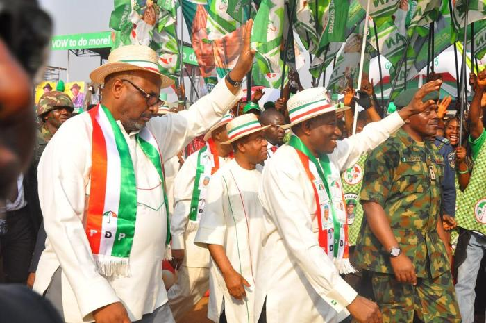 PDP Chairman, Adamu Mu'azu, President Jonathan at at the PDP presidential campaign rally in Abia State on Friday, January 16, 2015 (Photo Credit: Reuben Abati)