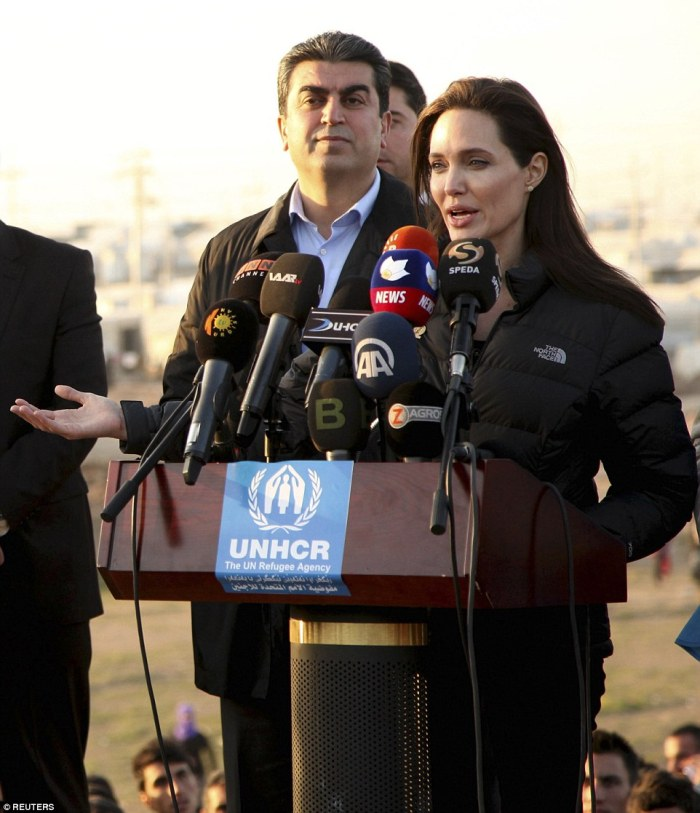 Angelina Jolie Visits Iraq, Meets ISIS Victims in Refugee Camp on Sunday, January 25, 2015 (Photo Credit: Mail Online)