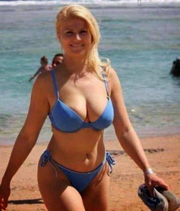 The first female president of Croatia, President, Kolinda Grabar-Kitarović has rocked a hot bikini wear in the during a beach visit. (Photo Credit: Reddit.com)