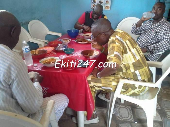 Governor Fayose eating at a local food vendor (photo credit: Ekiti 247)