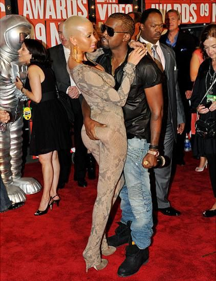 GOOD OLD DAYS: Singer Amber Rose and Rapper Kanye West while they were still together. (Photo Credit: Joydailytv.com)