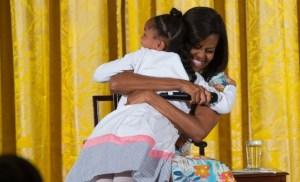 michelle-obama-hug-660x400