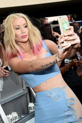 LAS VEGAS, NV - MAY 17: Recording artist Iggy Azalea poses for a selfie on the red carpet during the 2015 Billboard Music Awards at MGM Grand Garden Arena on May 17, 2015 in Las Vegas, Nevada. (Photo by Michael Buckner/BMA2015/Getty Images for dcp)