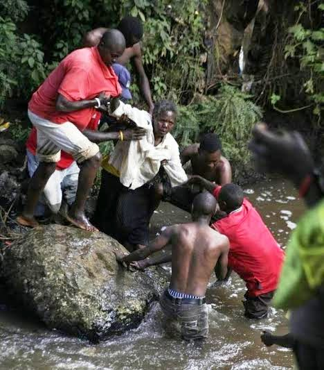Some good Samaritans had on Thursday, May 7, 2015 rescued an elderly woman from a Kenyan river following a failed suicide attempt following her inability to provide her children's school fees.