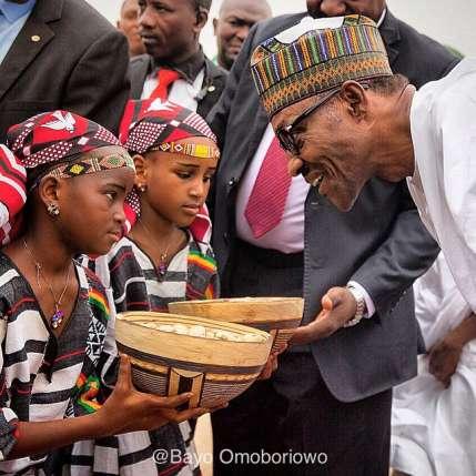 President Buhari being welcomed in Niger Republic (Credit: Bayo Omoboriowo)