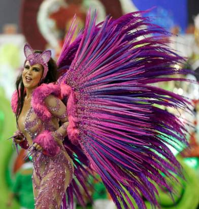 A reveller from the Grande Rio samba school participates in the annual carnival parade in Rio de Janeiro's Sambadrome, February 16, 2015. REUTERS/Sergio Moraes (BRAZIL - Tags: ENTERTAINMENT SOCIETY)