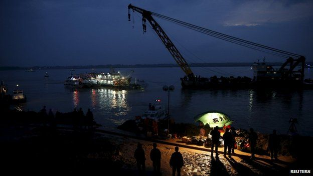 Rescuers still at work even as night falls (Credit: BBC/AFP)