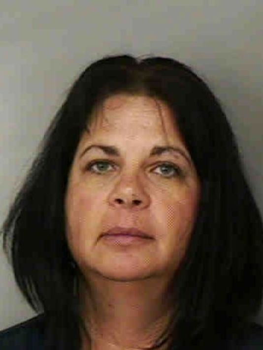 Alecia Dotson was arrested by Lakeland police officials in Florida after they disguised as her 11-year-old student and planned a sex meeting at the Cinema. (Photo Credit: Hngn.com)