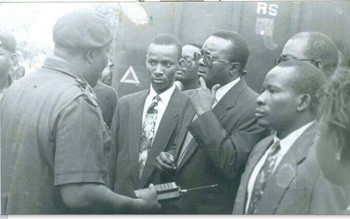 R - L: Oronto Douglas, Chief Gani Fawehinmi (SAN) and Sam Amadi during the trials of Ken Saro-Wiwa and eight others (Photo Source: