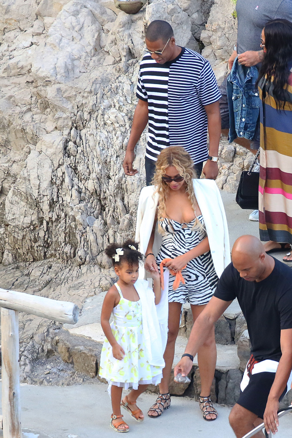 Picture Shows: Blue Ivy, Beyonce, Jay-Z September 10, 2015 Beyonce, Jay-Z and Blue Ivy enjoy lunch with Kelly Rowland, her husband and some family while aboard a luxury yacht off the Amalfi Coast in Italy. Non-Exclusive UK RIGHTS ONLY Pictures by : FameFlynet UK © 2015 Tel : +44 (0)20 3551 5049 Email : info@fameflynet.uk.com